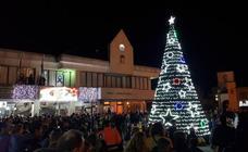 Un total de 8.000 bombillas LED conforman el alumbrado navideño de La Caridad