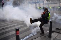Centenares de detenidos en una multitudinaria protesta de los 'chalecos amarillos' en París