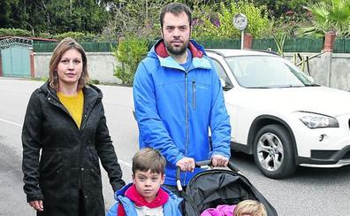 «Pasamos miedo al llevar a nuestro hijo a coger el bus»