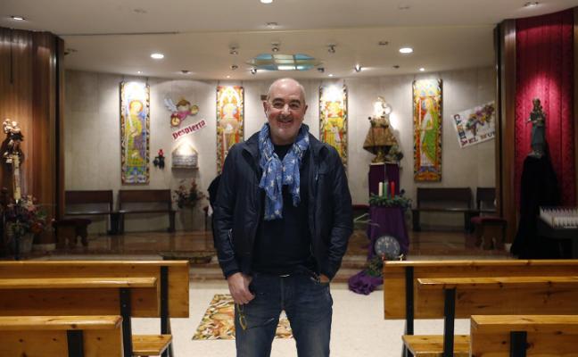 «Desde que hago la misa de los niños se acerca más juventud a la parroquia»