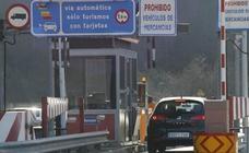 Podemos recoge firmas contra el peaje de la autopista del Huerna