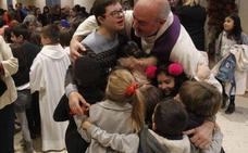 En imágenes: así es la misa de los niños que llena la iglesia de la parroquia de Teatinos