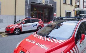 Detenido en Gijón por «estampar» una silla en la cabeza de su compañero de piso