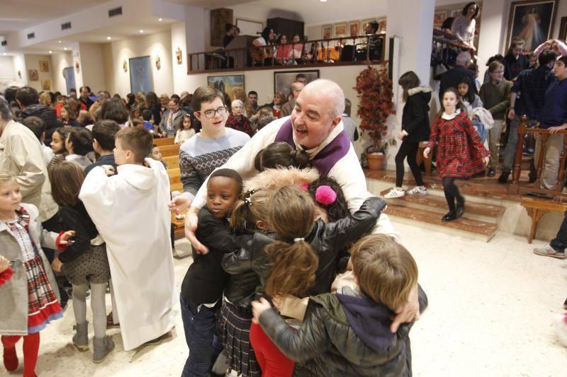 La parroquia de Teatinos, hasta la bandera cada domingo con la misa de los niños