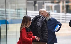 El acusado de llamar 300 veces a su exnovia en un mes dice que el acosado es él
