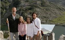 Una postal real con foto de Covadonga