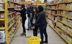 Las claves del conflicto que amenaza con cerrar los supermercados en Navidad