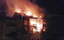 Incendio de una vivienda en el casco antiguo de Luanco