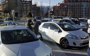 El Ayuntamiento de Oviedo prohibirá a los taxistas llevar ropa con publicidad o mensajes sexistas