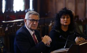 El rector García Granda cifra en cuatro millones el coste de bajar las tasas un 25%
