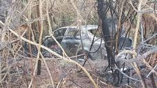 Un herido al incendiarse su coche tras salirse de la A-8 en Novellana