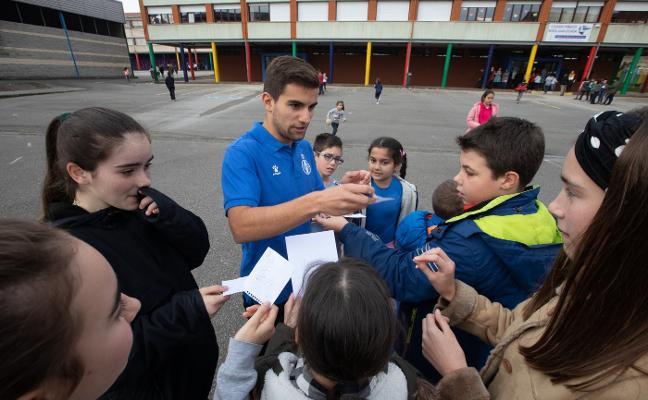 Los escolares del Poeta Juan Ochoa se rinden al fútbol