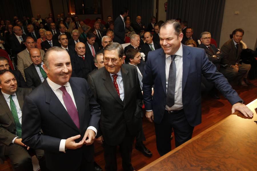 José Cardín Zaldívar recibe la Medalla de Oro de la Cámara de Comercio de Oviedo por su labor empresarial
