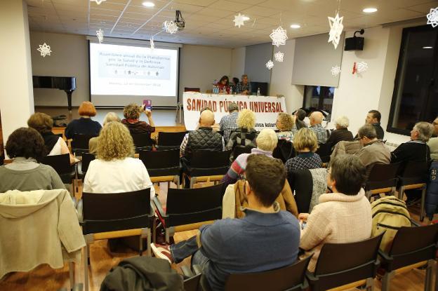 Asamblea de la Plataforma por la Sanidad Pública celebrada en Mieres. / JUAN CARLOS ROMÁN