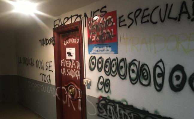 Tensión entre los inquilinos de la Casa Sindical ante el desalojo del salón de actos