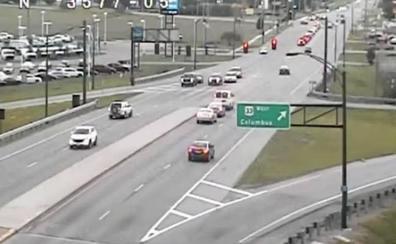 Vídeo: la peligrosa maniobra de un conductor en una vía con abundante tráfico
