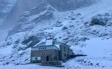Asturias, en alerta por fuerte oleaje y nevadas a 800 metros