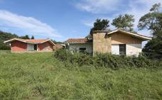 Antiguos propietarios de los terrenos de Perlora plantean si es posible recuperarlos
