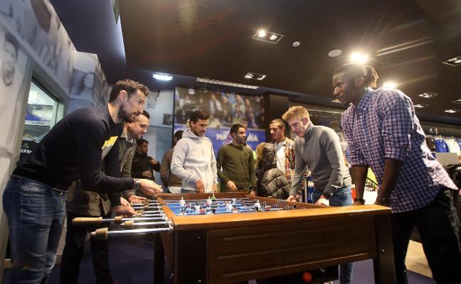 Modernidad e historia se funden en la nueva tienda del Real Oviedo