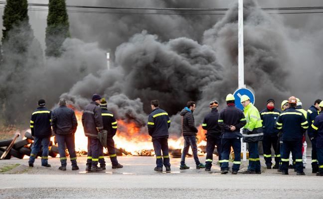 Los trabajadores acusan a Alcoa de querer trasladar la producción a Arabia Saudí