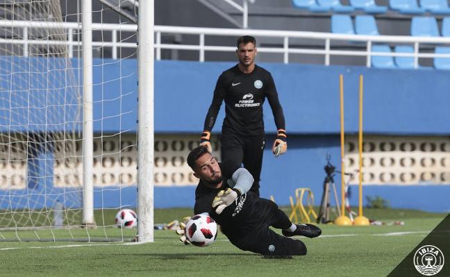 Lucas Anacker se asienta en Segunda B con el Ibiza