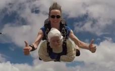 Una bisabuela de 102 años, la paracaidista más anciana del planeta