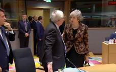 May a Juncker, en una tensa discusión sobre el Brexit: «¿Qué me has llamado?»