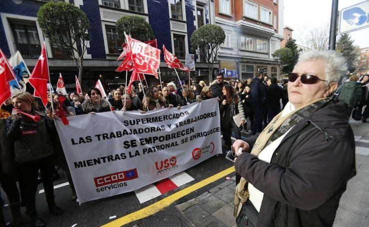 Trabajadores de supermercados: «No aguantamos más, nuestros sueldos son miserables»