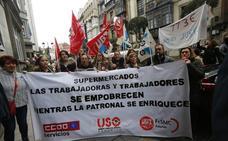 La patronal de los supermercados ofrece a los trabajadores una subida de 640 euros al año, pero la negociación continúa