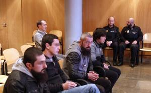 La Fiscalía retira ocho cargos a los cuatro georgianos acusados de robar en 46 pisos