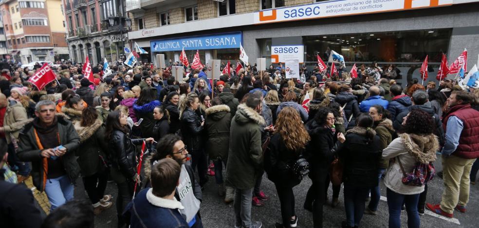 Una subida de 50 euros al mes pone fin a la huelga de supermercados en Navidad