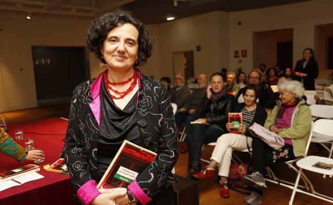 «Mis personajes salen de casa, de esta Asturias rural y urbana»