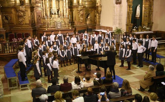 Actuación de los Coros de la Fundación Princesa