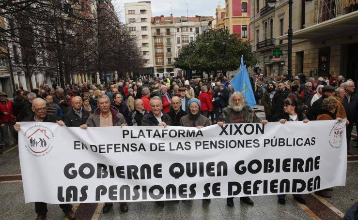 Los pensionistas salen a la calle en Gijón