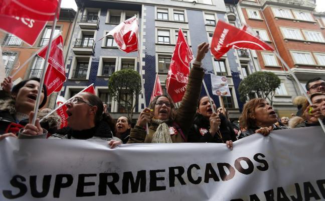 Los supermercados asturianos pagarán casi diez millones de euros de atrasos con el nuevo convenio