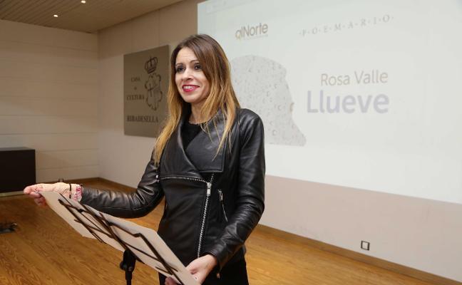 Rosa Valle presenta su poemario en Ribadesella