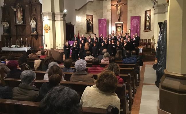 La coral de Piloña celebra su cuarto de siglo con un recital navideño