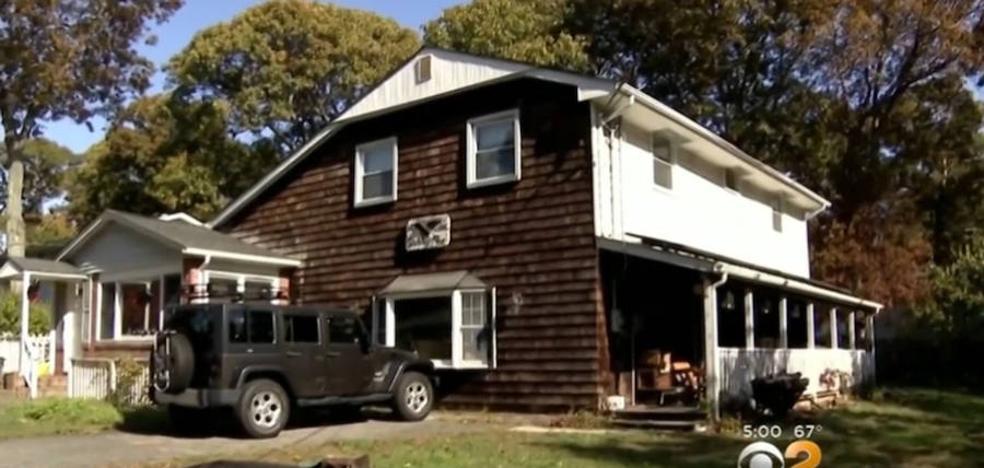 Un hombre al que aseguraron de niño que su padre le abandonó, encuentra su cadáver en el sótano de la casa