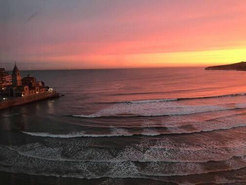 Las asombrosas imágenes del amanecer en Gijón