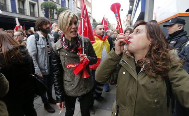 57.000 asturianos siguen con el convenio bloqueado dos semanas antes de acabar el año