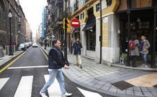 Detenido en Gijón tras golpear un vehículo y vacilar a los policías: «Mira cómo reviento otro coche»