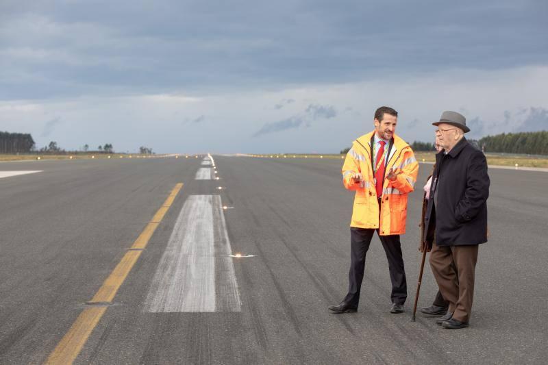 El belmontino José Álvarez sube por primera vez a un avión a los 85 años