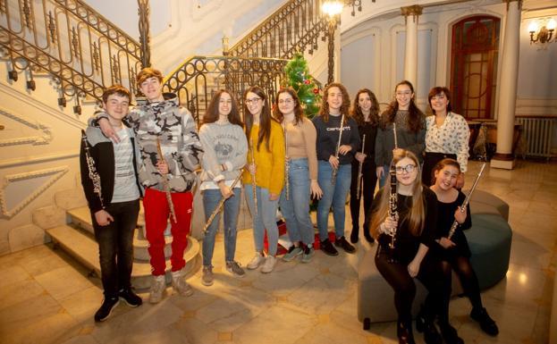 LA VOZ DE AVILÉS pone música a la Navidad   El Comercio