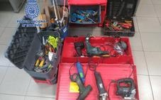 Dos detenidos por robar 90 kilos de cobre y herramientas de una empresa de construcción de Gijón