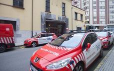 «Mira cómo reviento otro coche», le espeta un joven a tres policías de paisano