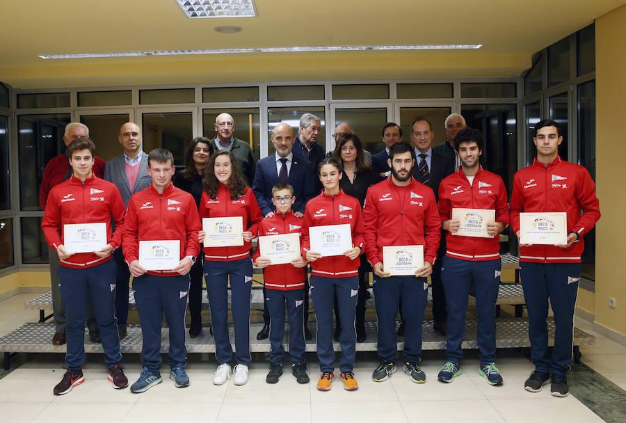 El Grupo Covadonga entregó sus becas a 124 deportistas