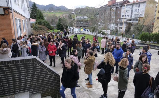 Más de trescientos aspirantes buscan plaza en la escuela de 0 a 3 de Infiesto