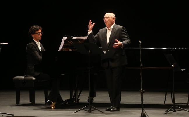 Joaquín Pixán da un espaldarazo a «la nueva canción dialogada asturiana»