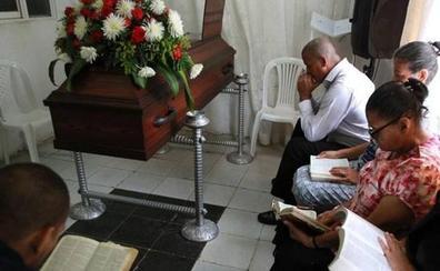 Una familia venezolana vela a su hijo desde hace nueve días porque espera que resucite