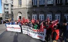 Los funcionarios de la cárcel de Asturias piden en Oviedo mayor seguridad y mejora salarial